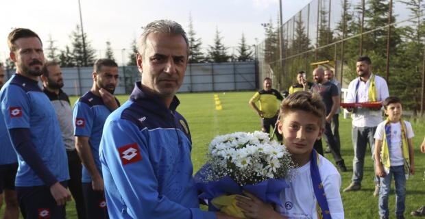 Sığınmacı çocuklardan MKE Ankaragücü'ne ziyaret