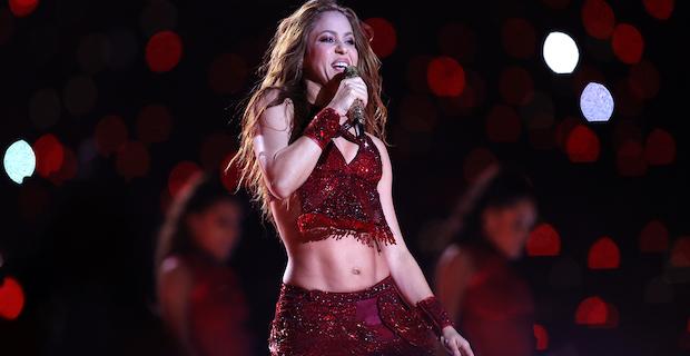 Shakira karantinayı fırsata çevirerek diploma aldı