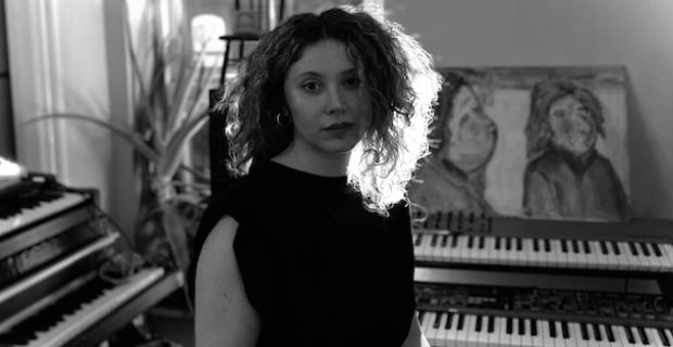 Londralı Sezin Angelova'nın ilk single'ı Simya, tüm dijital platformlarda