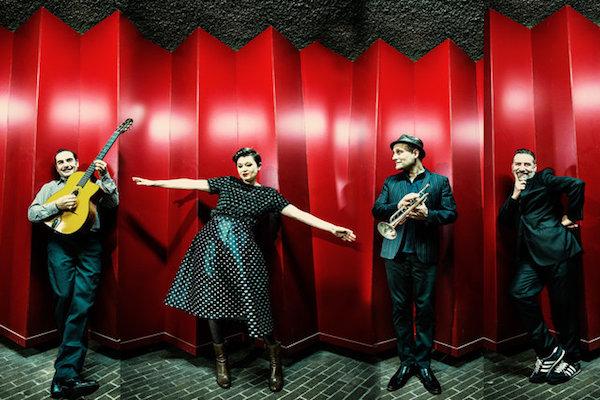 Paris Combo'nun hikâyesi ayrı ayrı müzikal yolculuklar ile başlıyor