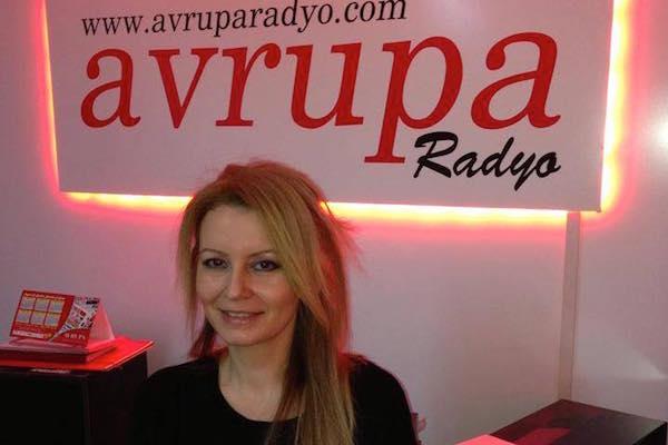 Günlük magazin haberleri, burçlar, istek şarkılarıyla Reyhanca Avrupa Radyo'da