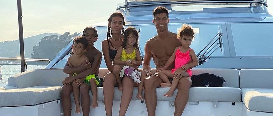 Cristiano Ronaldo 7 milyon dolarlık yatıyla tatilde