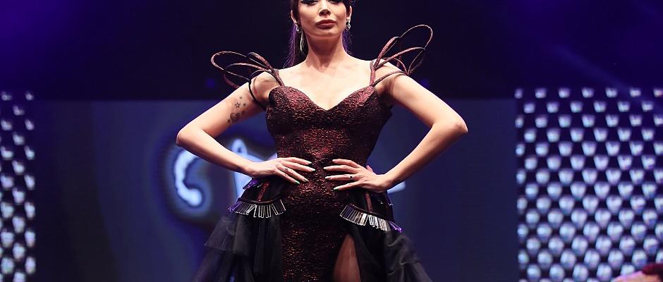 Moda tasarımcısı Özkan Kalafat'tan Reflection isimli defile