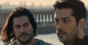 Yakışıklı oyuncu Burak Özçivit'in ikizi ortaya çıktı