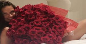 Adriana Lima, sevgilisinin gül sürprizini çıplak pozlarla paylaştı