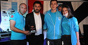 """Coşkun Sabah ile Hilal Özdemir'den sahnede düet şarkılar, Silivri'den """"Engelsiz Yaşam""""a destek"""