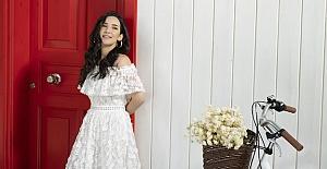 İpek Açar, yeni teklisi Masal Kuşu ile müzikseverlere güzel bir aşk şarkısıyla seslenmeye hazırlanıyor
