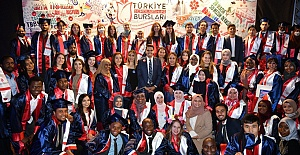YTB Türkiye Bursları programında Uluslararası Öğrencilerin Mezuniyet Coşkusu
