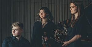 Genç kemancı Ezo Sarıcı'nın arkadaşlarıyla oluşturduğu Trio Arisonto adlı üçlüden Londra'da konser