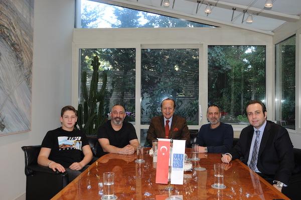 Cem Yılmaz Yılmaz Ulusoy'u arkadaşı Ozan Güven ile birlikte ziyaret etti