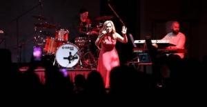 Şarkıcı Lara Fabian'ın Konser Öncesi İstekleri Pes Dedirtti