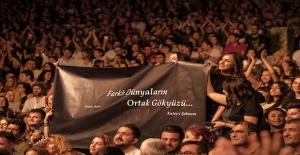 Şebnem Ferah, İstikbal Harbiye Açıkhava Konserlerinde hayranlarıyla buluştu