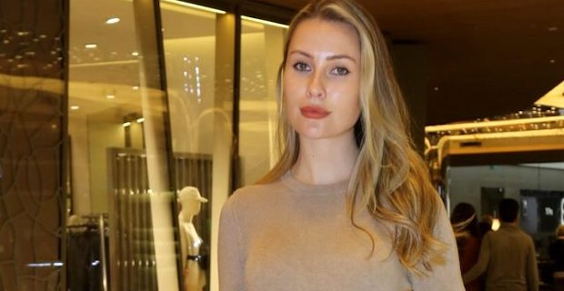 Model Chloe Loughnan, koronavirüs nedeniyle İtalya'da mahsur kaldı