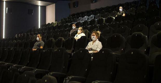 Türkiye genelindeki 2 bin 400 sinema salonundan çok azı bugün kapılarını açtı