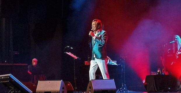 Erol Evgin Harbiye Açıkhava'da konser verdi