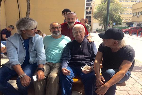 Kanser hastası Ercüment Balakoğlu ziyaretçi akınına uğradı.