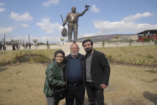 Musa Eroğlu Sevgi Parkı'na Barış Heykeli Dikildi
