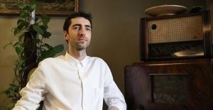 Piyanist Evgeny Grinko, Rusya'da şarkı bitince, Türkiye'de ise başladığında alkışlıyorlar
