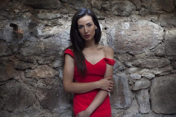 Cemre Melis Çınar radikal bir kararla komik olmayı tercih etti