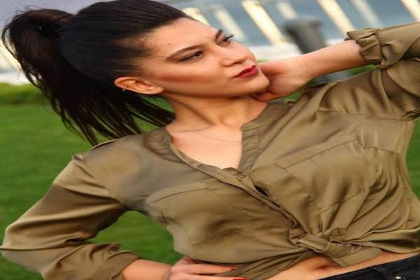 Ulviye Koçak, söylediği şarkılar ve sesi ile sosyal medyayı salladı